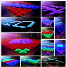A dança colorida do diodo emissor de luz de Digitas moderou o assoalho de vidro na dança do diodo emissor de luz da festa de casamento.