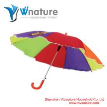 Le parapluie arc-en-ciel des nouveaux enfants