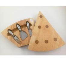 Tabla de quesos de madera en forma de triángulo