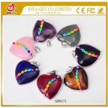 Pendentif pierre naturelle coeur avec sept pierres de chakras