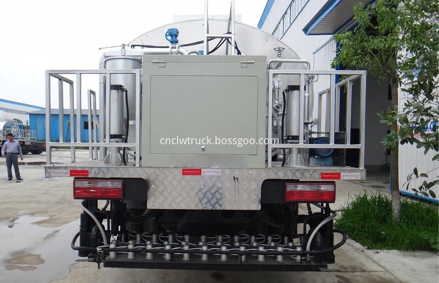 Bitumen Spray Truck 2