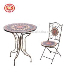 Mesa de jardim clássica e cadeira dobrável