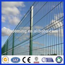 Poste carré avec clôture en maille pliante en triangle soudé