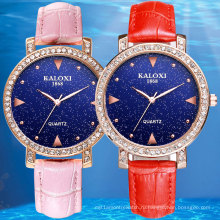 Модные женские часы с камнями на Безель