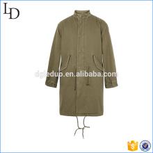 Chaqueta acolchada de cuello con tachuelas con bolsillos con solapa en la parte delantera y chaquetas largas de abrigo
