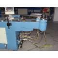 Máquina de dobra de tubos