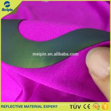 HD Reflective Vinyl und HD Reflexstreifen Logo Heat Press auf Jacke