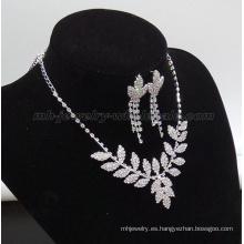 Collar de perlas de vidrio de forma bastante la hoja