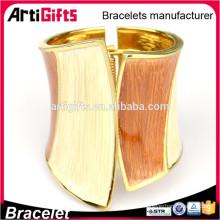 Los brazaletes paquistaníes al por mayor del oro diseñan las pulseras del metal