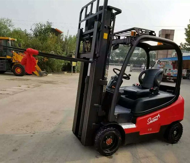 New design 1800kg capacity lifting truck