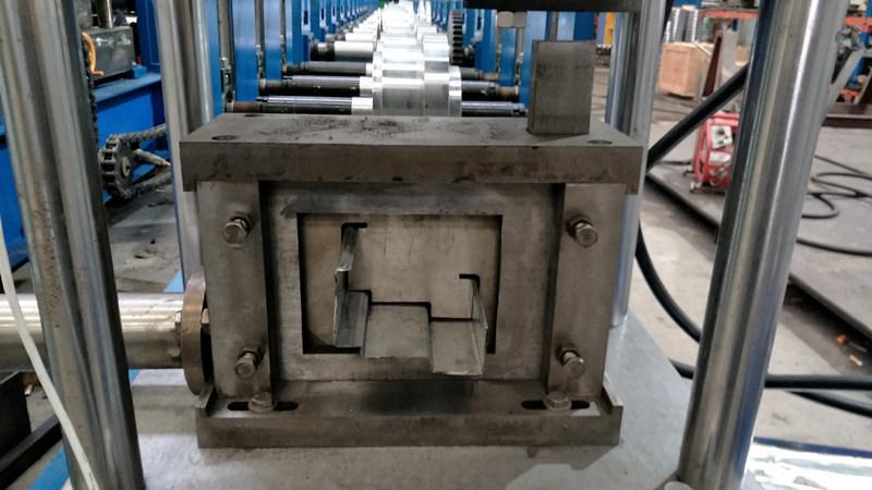 Petit pain de cadre de porte en acier formant la machine