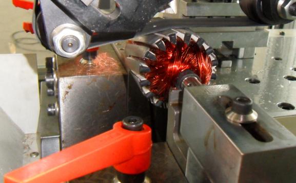 DC Motor Dynamic Armature Balancing Machine with Belt Drive