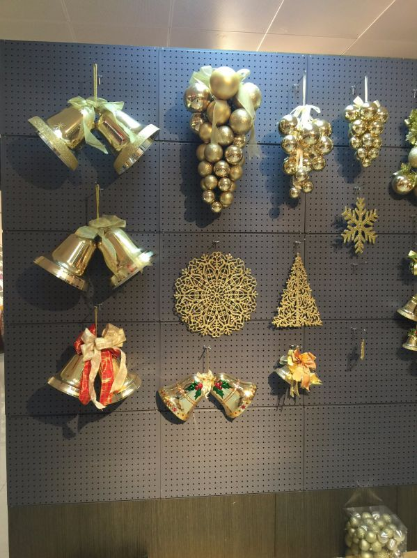 Oranment Wreath in Different Shapes with Light (all new material)