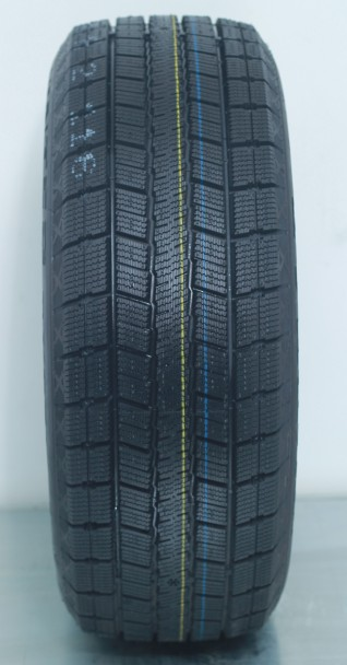 EU Label Available Winter Tyre, PCR Tyre, Snow Tyre (215/65R16)