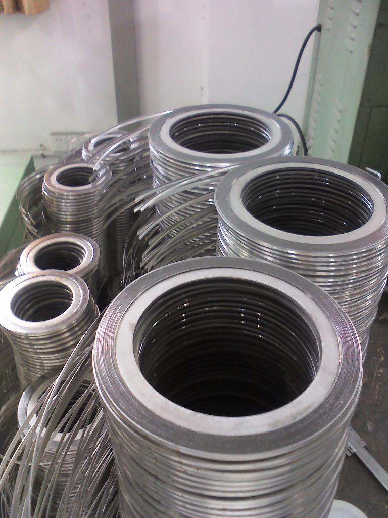 Spiral Wound Gaskets with Inner and Outer Ring