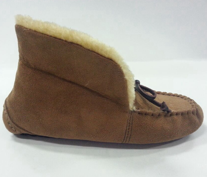 Woman's Moccasin Shoes with Tied in a Bow