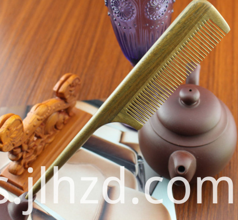 Green Sandalwood tail comb