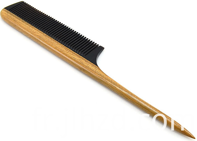 Pointed tail comb