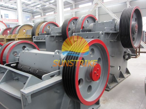 Jaw Crusher Made in China Stone Cutting Machine for Laterite