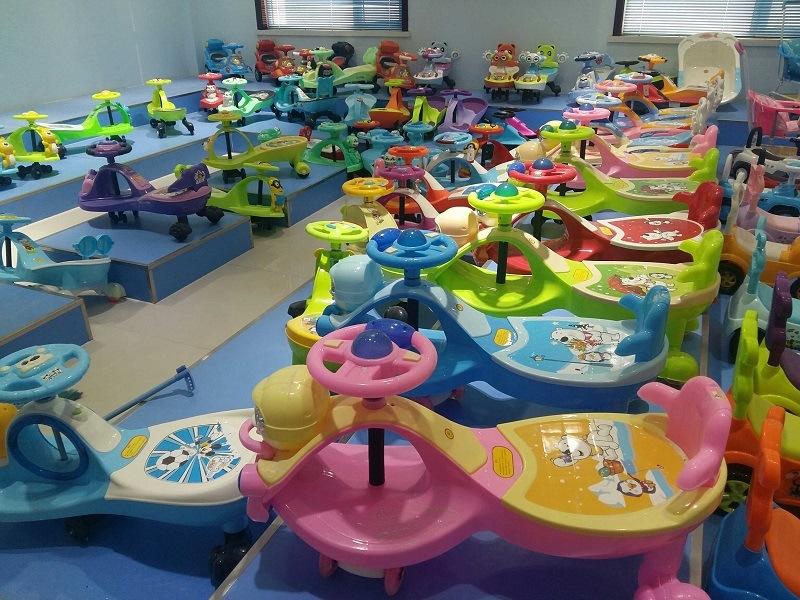 Cheap Popular Plastic Children Twist Cars
