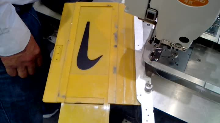 automatic sewing machine for NIKE label