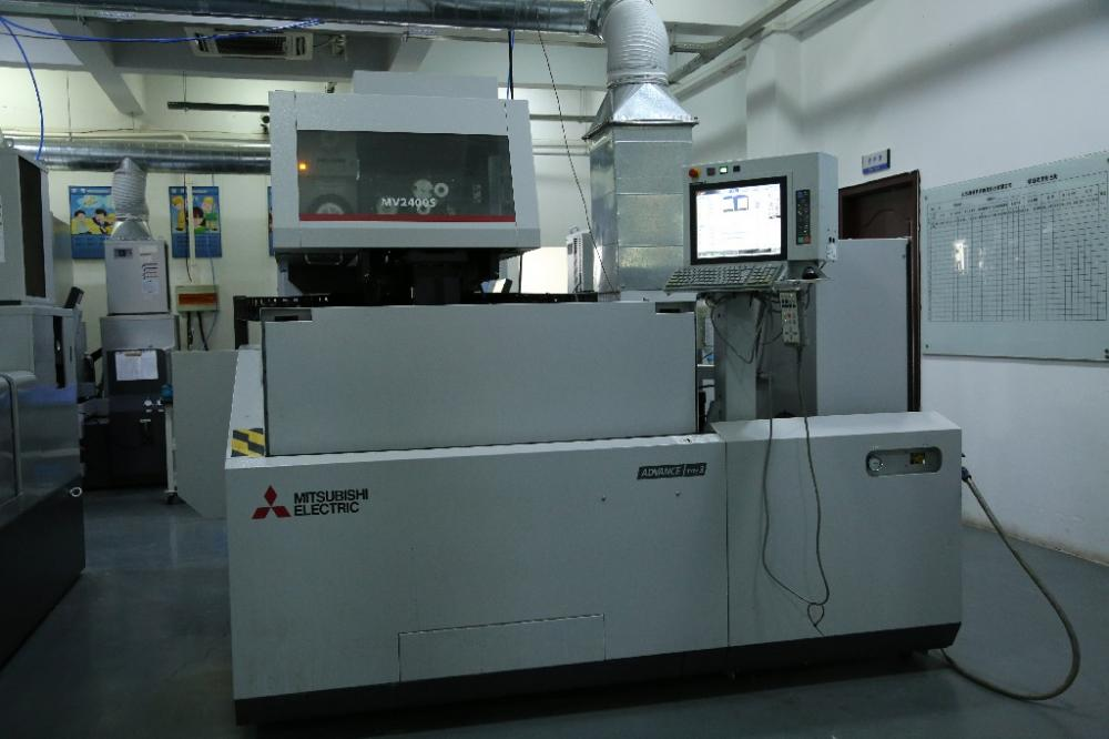 Slow-Feeding NC Wire-Cut Machine