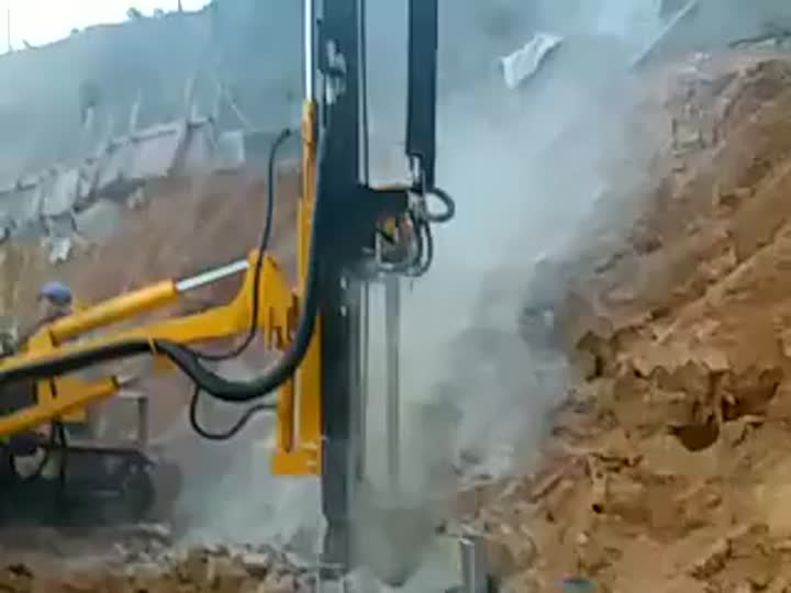 Crawler Hydraulic Down The Hole Bore Drilling Machine DTH Drilling Rig.mp4