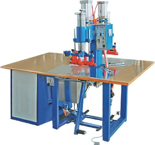 Double head welding machine for stretch film