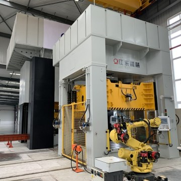 Four column hydraulic machinery