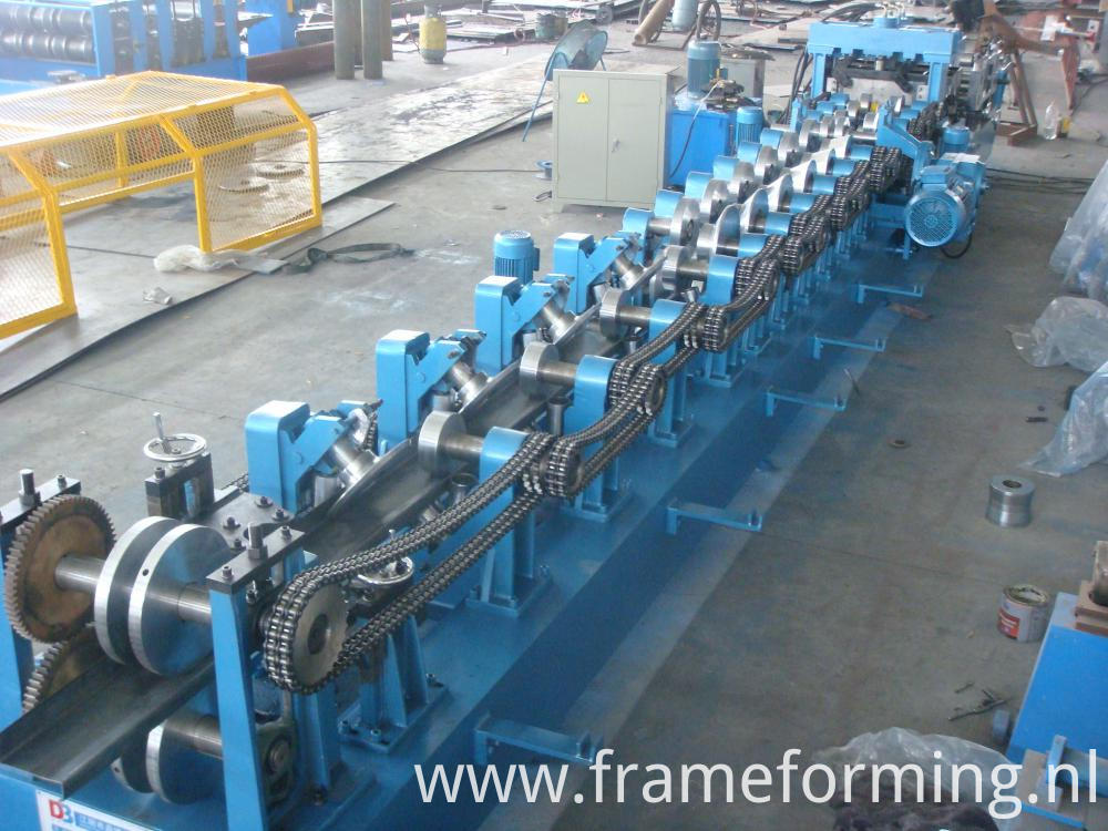 Pre-Cutting building steel frame steel purline machine CZ purlin roll forming machine