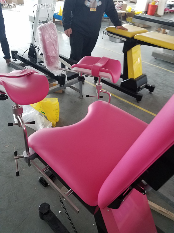 Semi-automatic obstetric examination bed