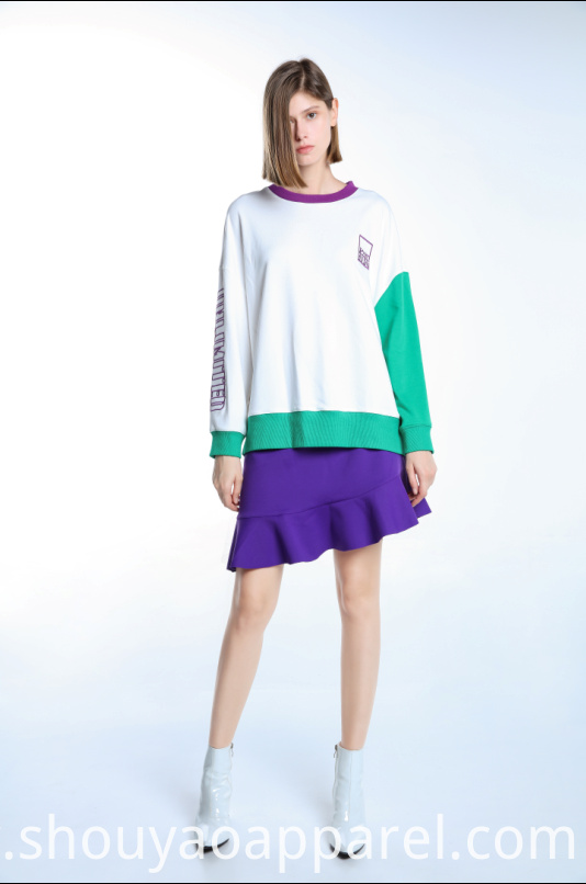 ROUND NECK SWEATSHIRT WITH EMBROIDERY