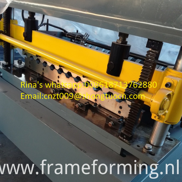 high quality roofing sheet roll forming machine 6