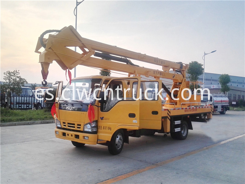 truck with bucket lift 1