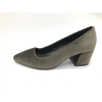 Ladies chunky mid- heel pump