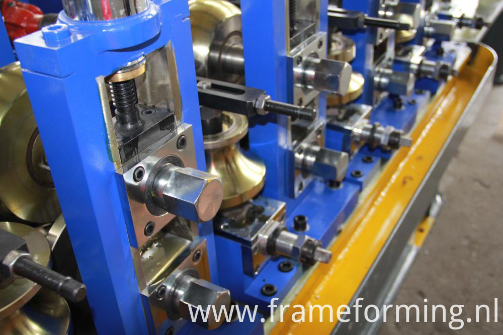 roll forming machine of welding pipes