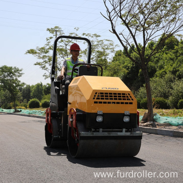 Ride on vibrating road roller soil compactor vibratory roller FYL-900