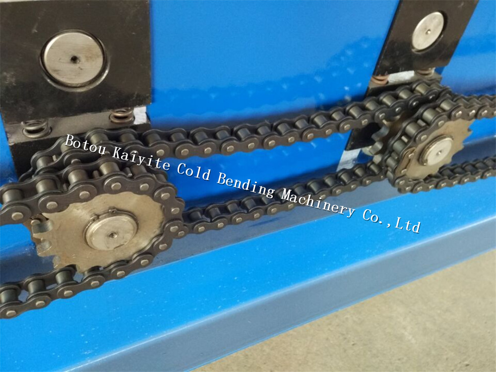 trapezoidal roofing panel rolling machine
