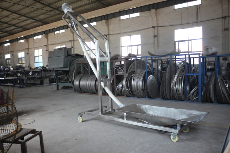 Fine powders granular solids augers transport flexible screw conveyor