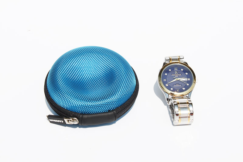 Watch carrying case