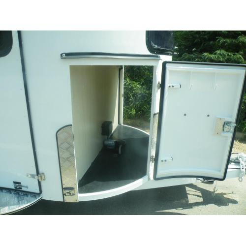 Customized Straight Load Horse Trailers with Front Kitchen