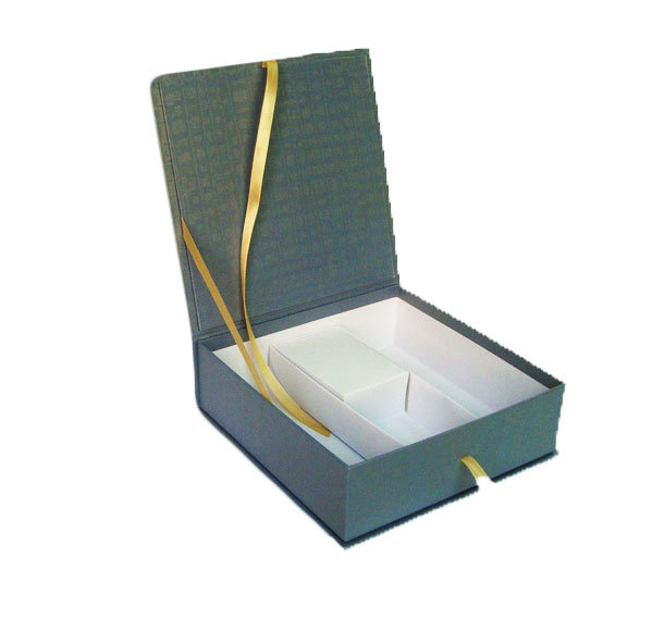 Hinged Paper Box With Ribbon Fixed