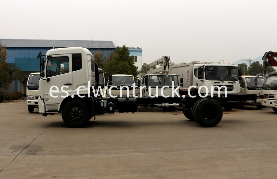 water spray truck chassis 2