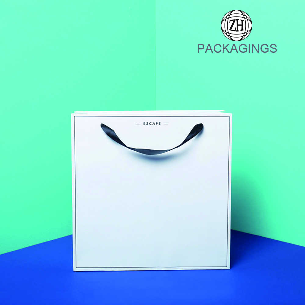 Plain flat foldable T-shirt packing paper bag