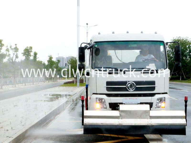 high pressure water jetting truck working 2