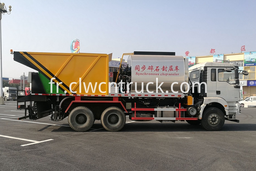 Synchronous Chip Sealing Truck 1