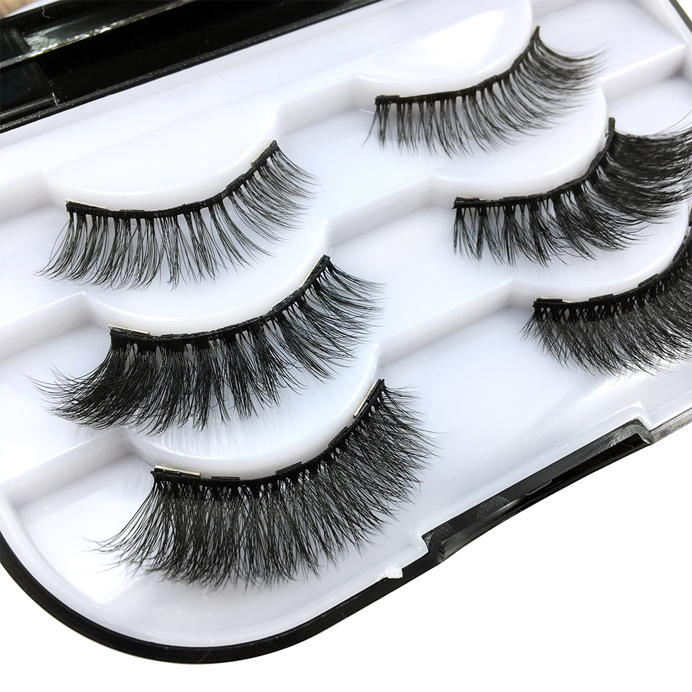 Three pairs magnetic eyelashes in black plastic box