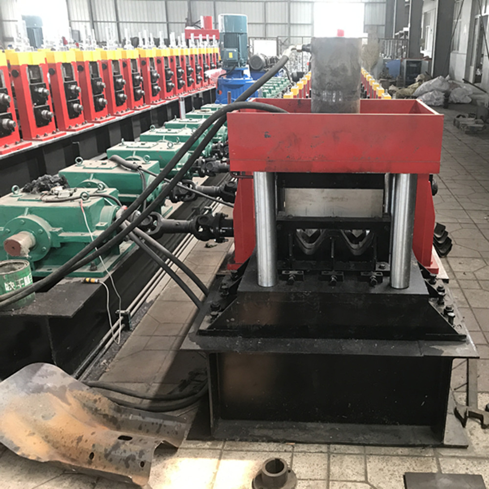guarding rail roll forming machine