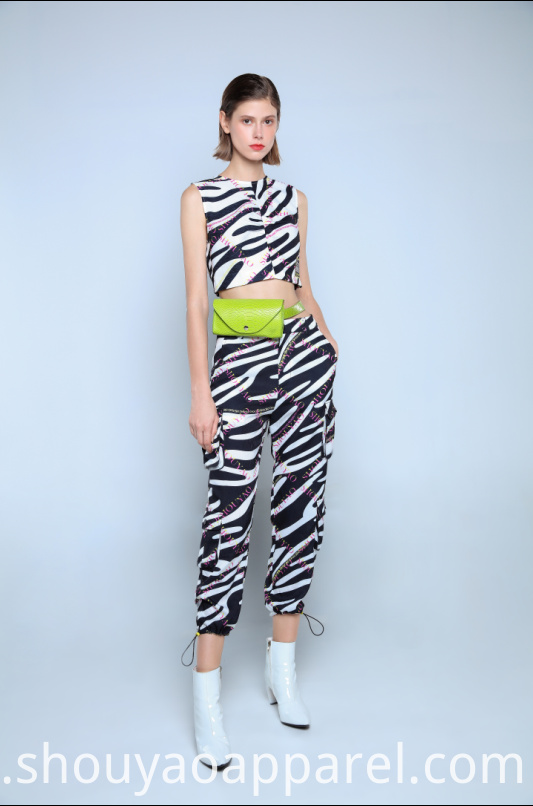 ROUND NECK ZEBRA PRINTCROPPED VEST