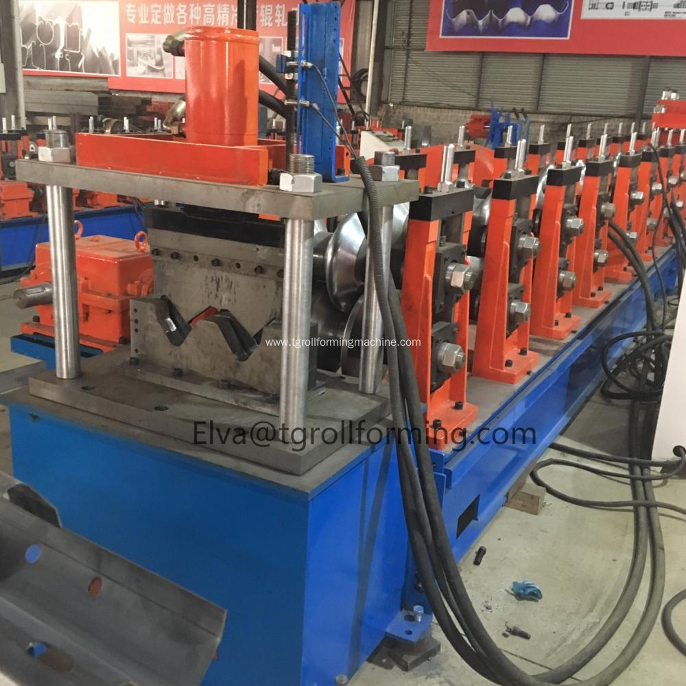 Highway guardrail barrier roll forming machine